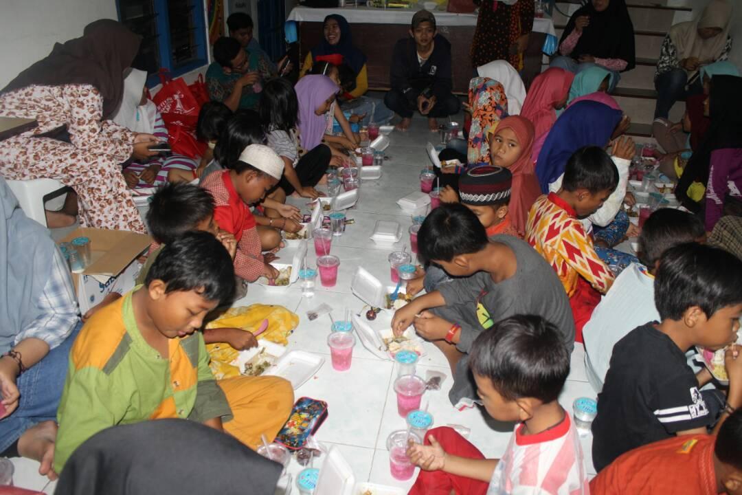 Indahnya Berbagi dalam Momentum Ramadhan Bersama Kampung Binaan IMM UMSurabaya