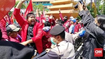 Tolak Revisi UU KPK, IMM Surabaya Geruduk DPRD Jatim.